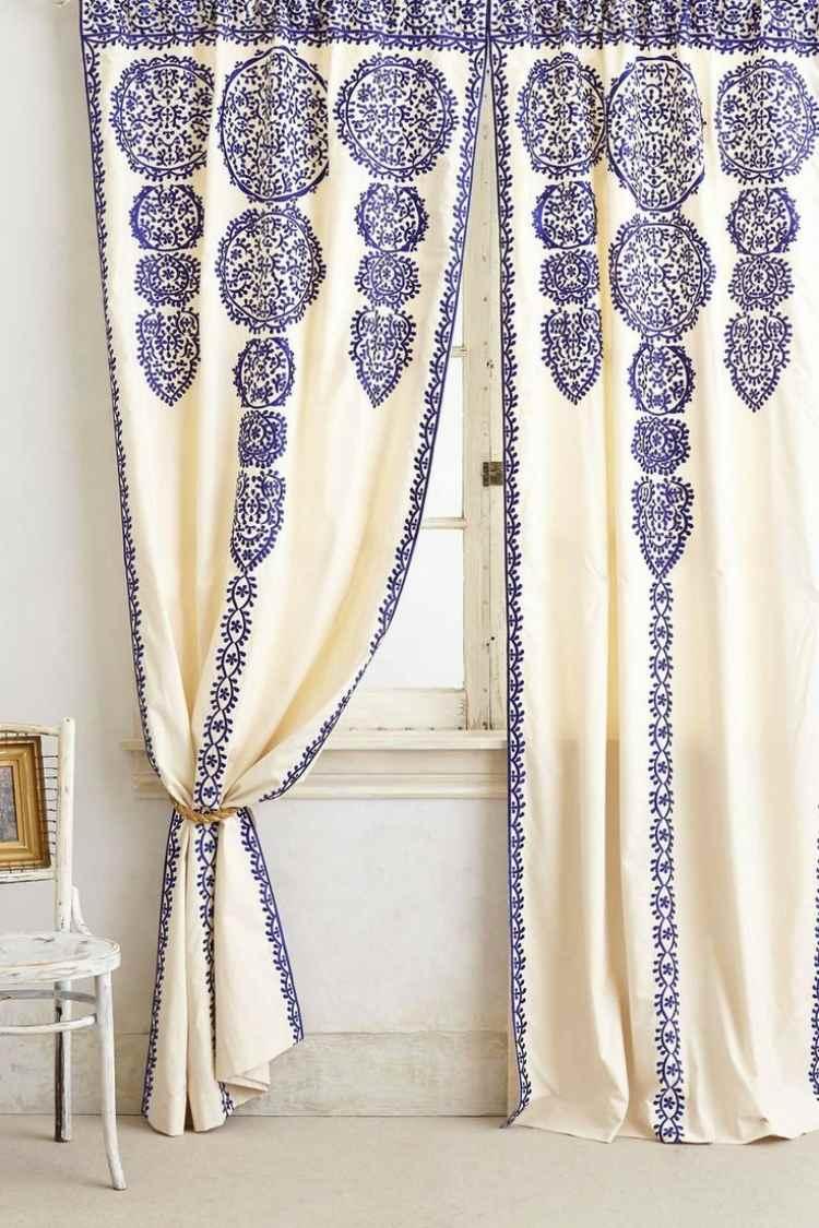 décoration orientale rideaux blancs broderie