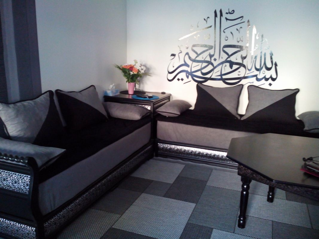 decoration salon marocain gris. Black Bedroom Furniture Sets. Home Design Ideas