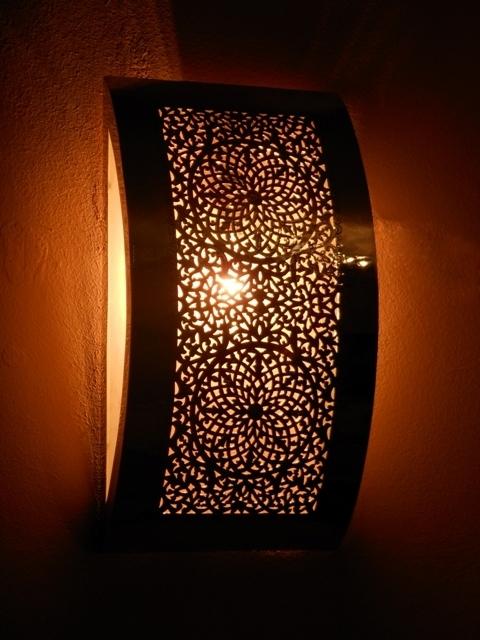 lampe marocaine customis e d cor salon marocain. Black Bedroom Furniture Sets. Home Design Ideas