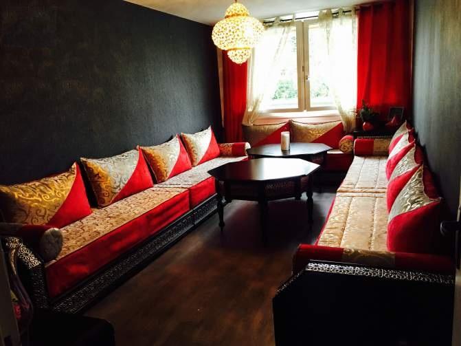 le charme du salon marocaine en couleur rouge