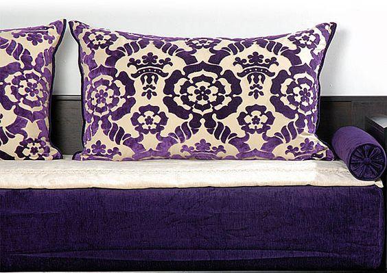 salon en violet plus lhaf dorée lumineux