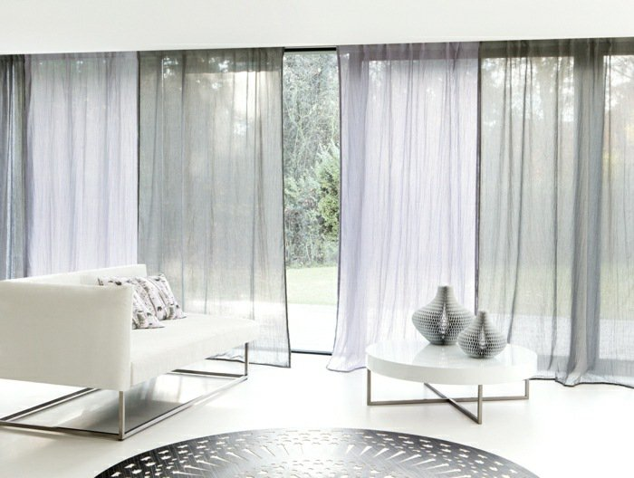 déco de salon marocain moderne en rideau fin blanc