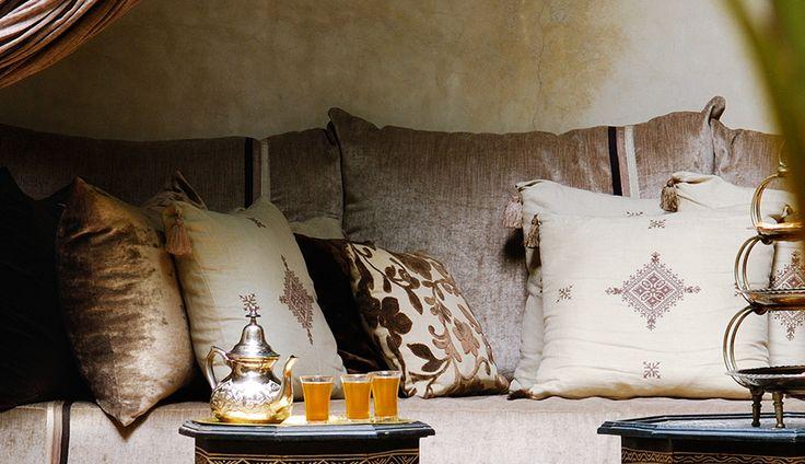 mod le de salon marocain moderne quelques id es d cor salon marocain. Black Bedroom Furniture Sets. Home Design Ideas