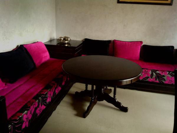 salon marocain en rose et noir