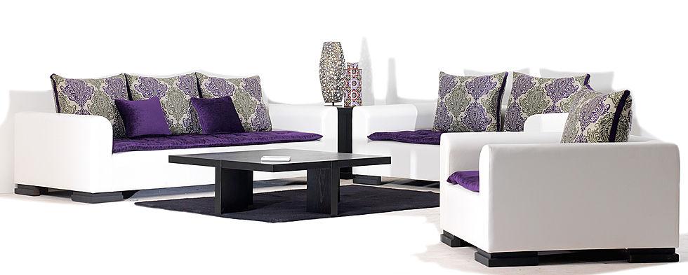 salon blanc avec lhaf violet moderne