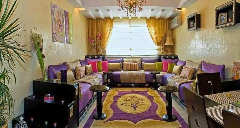 decoration-salon-marocain-oriental-en-violet