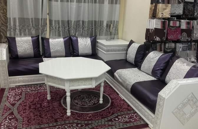 salon violet et blanc idee deco chambre violet et gris. Black Bedroom Furniture Sets. Home Design Ideas