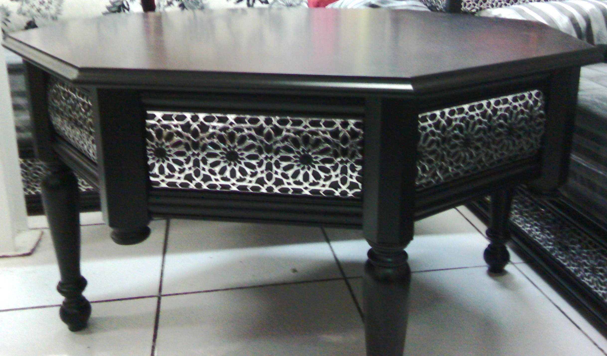 les tables en moucharabieh pour salon marocain d cor. Black Bedroom Furniture Sets. Home Design Ideas