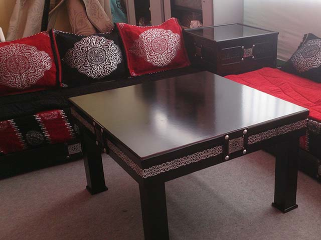 les tables en moucharabieh pour salon marocain d cor salon marocain. Black Bedroom Furniture Sets. Home Design Ideas